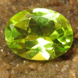 Batu Mulia Natural Peridot Hijau Oval 1.85 carat