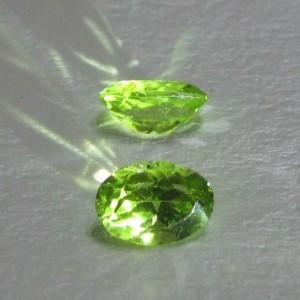 Peridot Oval 2pcs 1,8 carat