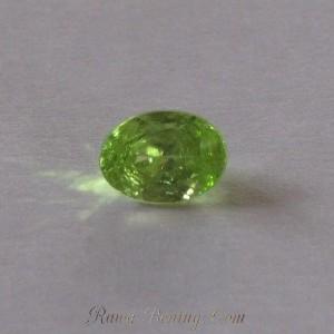 Natural Green Oval Peridot 0.8 cts