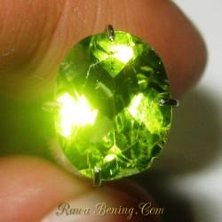 Lustrous Green Peridot 1.90 carat