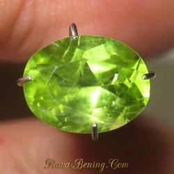 Batu Permata Light Yellowish Green Peridot 2.50 carat Warna Bagus!