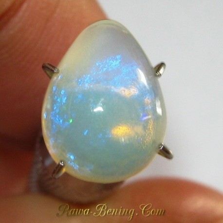 Natural White Opal Neon Green Pear 1.60 carat