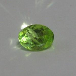 Batu Mulia Peridot Oval 0.8 carat