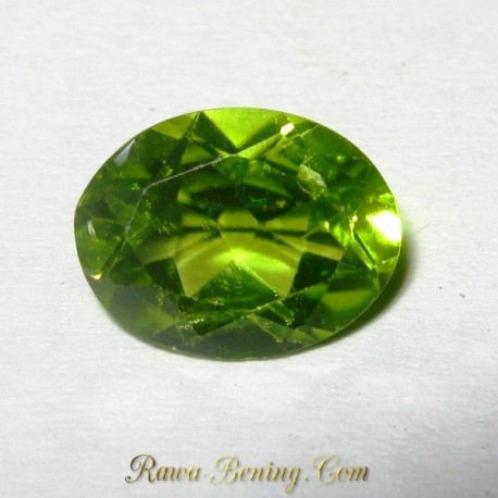 Batu Peridot Oval Green 1.90 carat