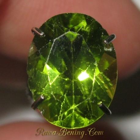 Natural Peridot Hijau Segar Oval 1.75 carat