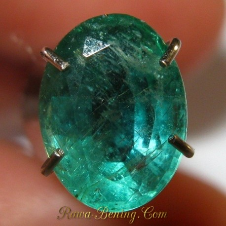 Sale Batu Zamrud Oval Hijau Indah 1.21 carat www.rawa-bening.com