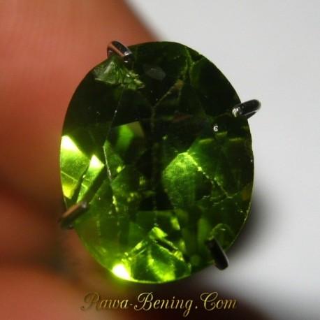 Natural Peridot Hijau Oval Cut 1.75 carat