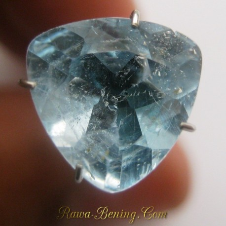 Natural Sky Topaz Triangular 3.45 carat