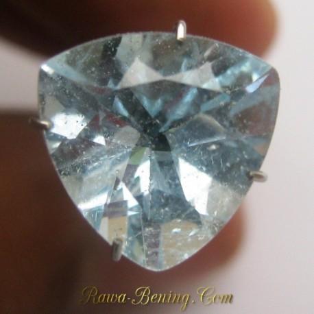 Natural Sky Topaz Triangular 4.70 carat