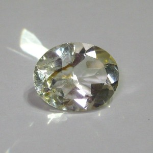Very Light Yellow Oval Citrine 2,25 cts Grade AA+