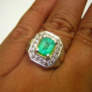 Cincin Zamrud Colombia Ring 8 US