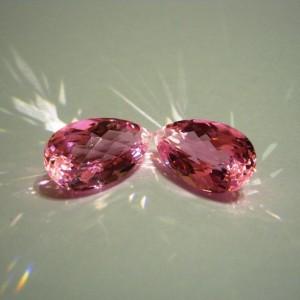 Pink Topaz Pear Shape Big Size untuk Liontin wanita kembar