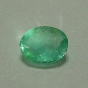 Oval Green Emerald 0.66 cts luster berkerlip terang menyala