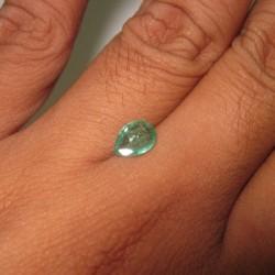 Zamrud Pear Shape Bening 0.79 cts sangat bagus untuk cincin koleksi