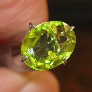 Natural Peridot SI Oval 1.5 cts