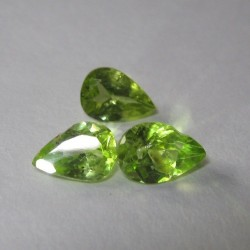 3pcs Peridot Pear Shape 2.3 cts