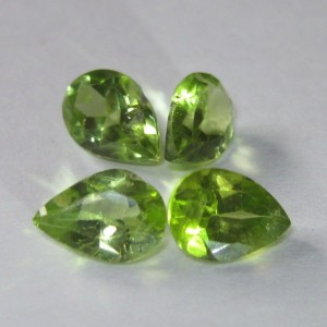 4 Pcs batu Peridot Pear Shape 3.25 cts